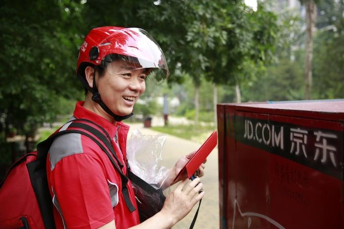 JD.com CEO Richard Liu delivering packages.
