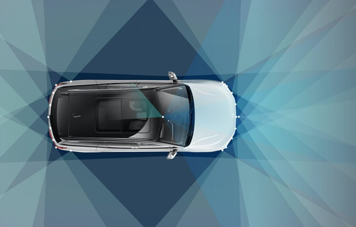 A NIO SUV, seen from above, with illustrations showing the NIO Pilot system's sensor coverage.