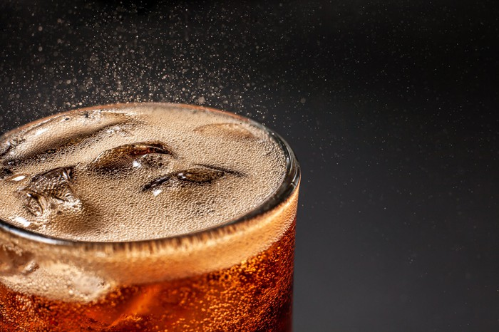 Fizz sparkling from a cola drink.