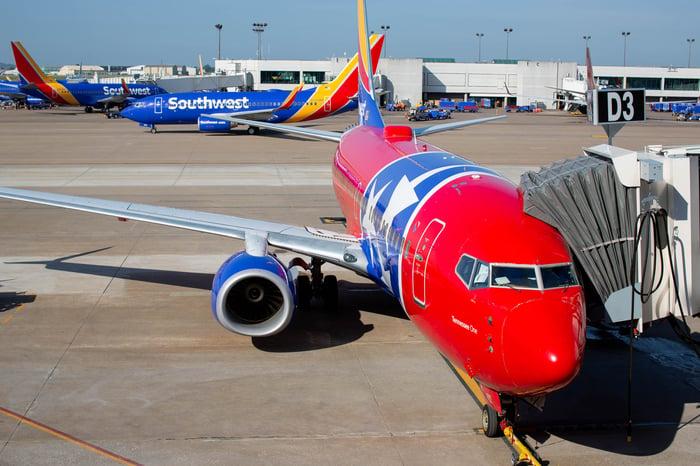 Southwest Air plane boarding.