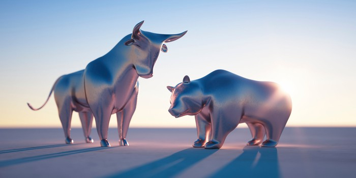 Silver renders of a bull and a bear in the sun.
