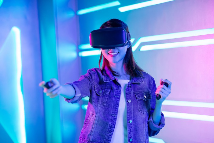 A young woman using a VR headset.
