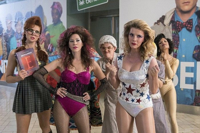 The cast of GLOW on Netflix ready to fight.
