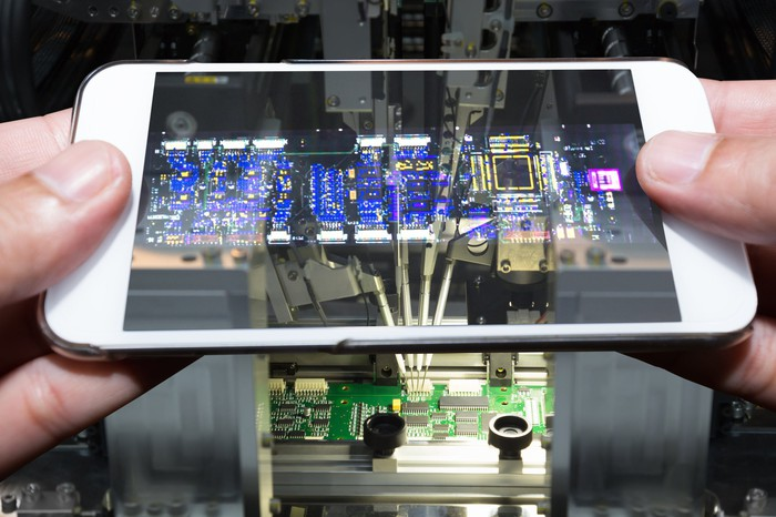 A transparent cutaway view of a smartphone.