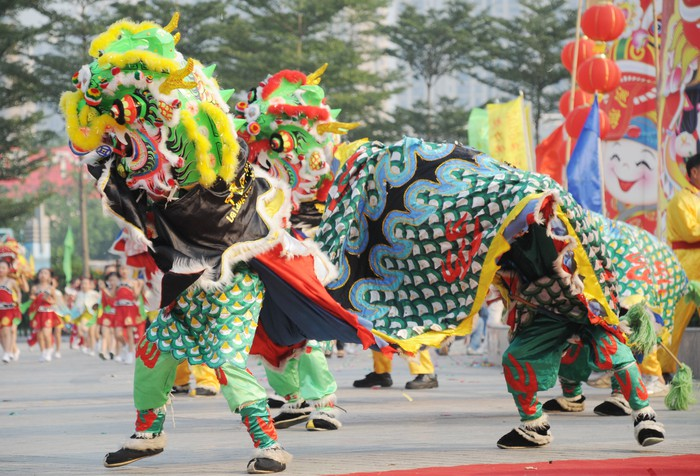 Actors performing Chinese dragon lion dance
