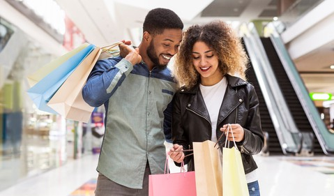 20_04_28 Two people with shopping bags standing in a mall _GettyImages-1163487093