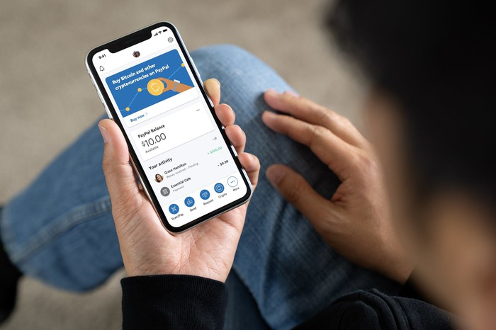 Person using the PayPal app to trade bitcoin