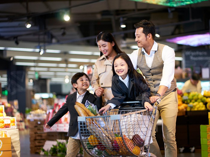 A Chinese family goes shopping in a supermarket.