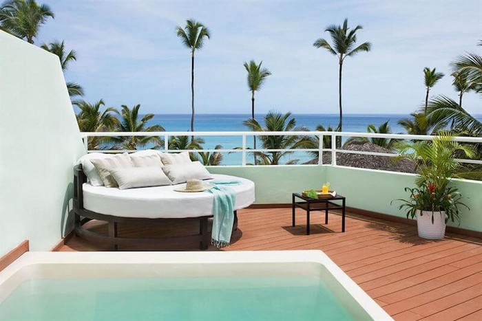The deck of a hotel room overlooking the ocean.