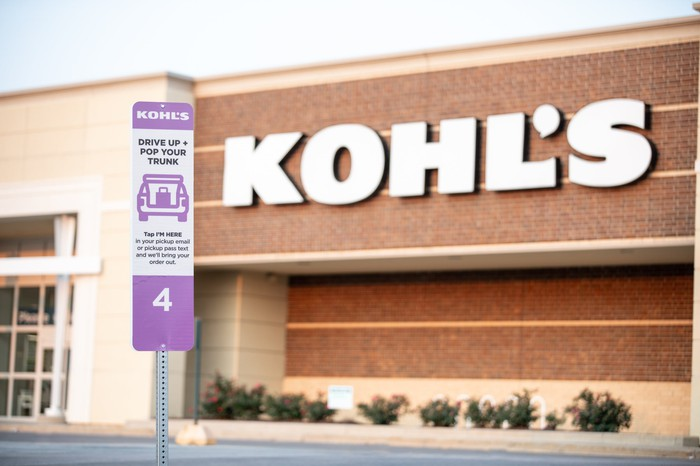 Drive up sign in front of a Kohl's store