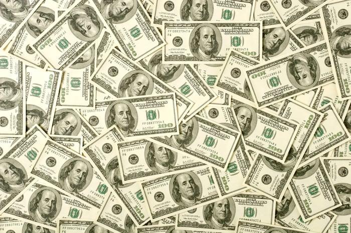 One hundred dollar bills.