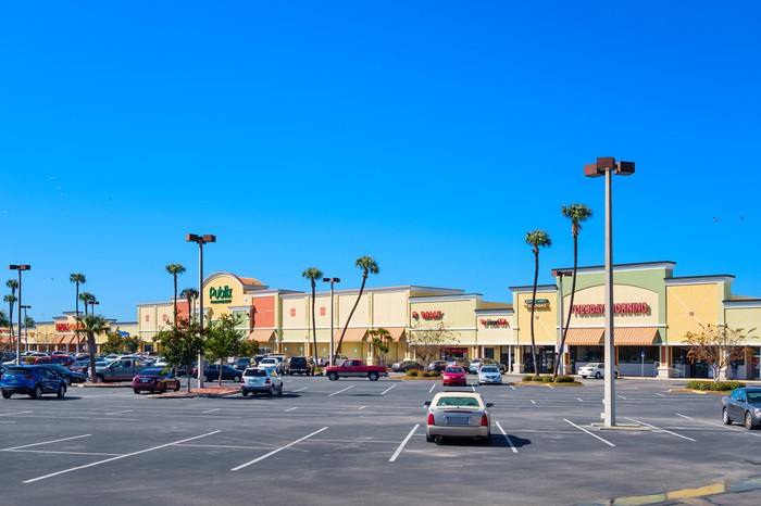 Outdoor view of a strip mall.