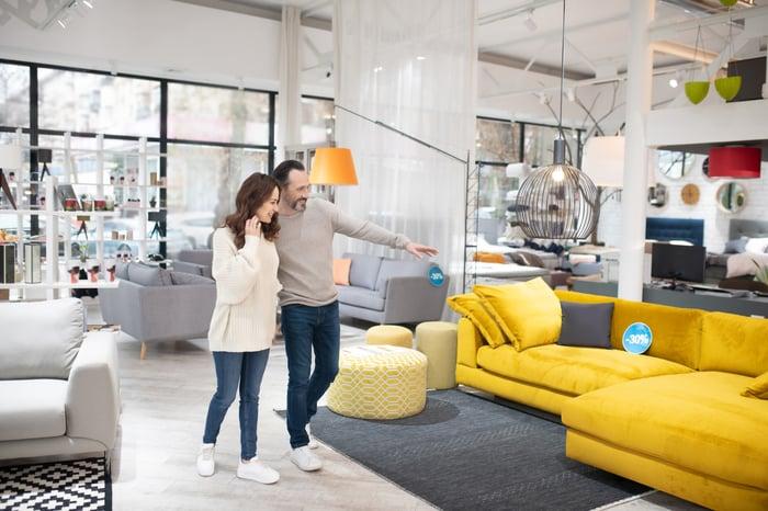 Com Seeks Expansion Into, Over Stock Com Furniture