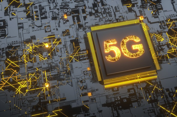 A square processor with 5G printed on it in yellow letters.