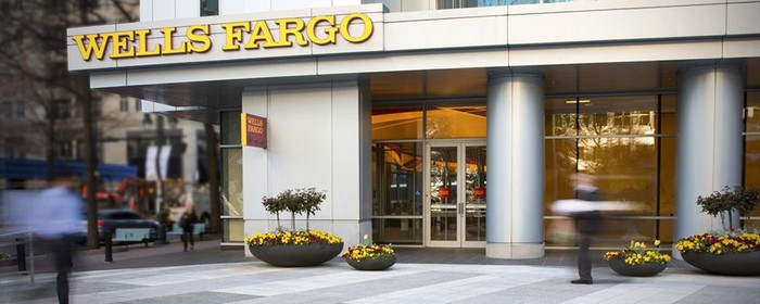 The front entrance of a Wells Fargo bank.
