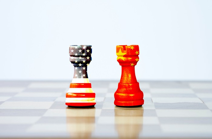 two chess pawns painted with the U.S. and Chinese flag colors