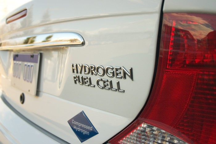 The trunk of a vehicle with lettering labeling it as having a hydrogen fuel cell.