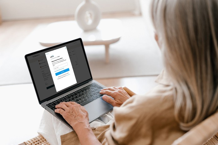 A woman purchasing a product with Affirm on a computer.