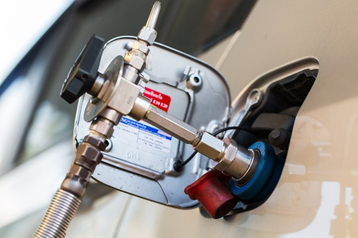 natural gas filling truck tank