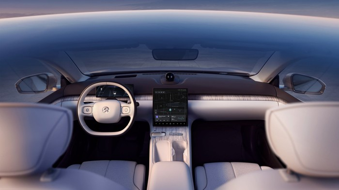 The dashboard of the NIO ET7 show car, with a location visible on the touchscreen.