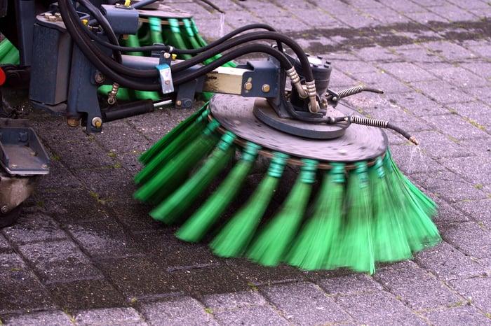 Street sweeping equipment
