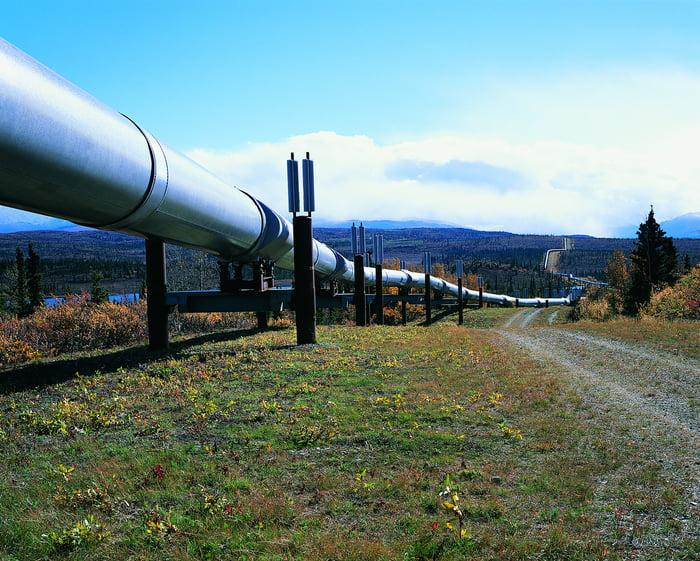 An above ground pipeline runs through Alaska.