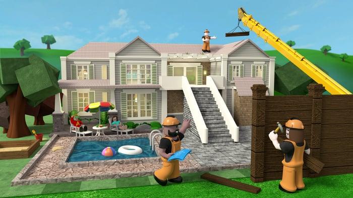 Une maison virtuelle en cours de rénovation à Roblox.