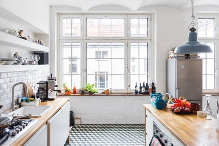 A large kitchen.