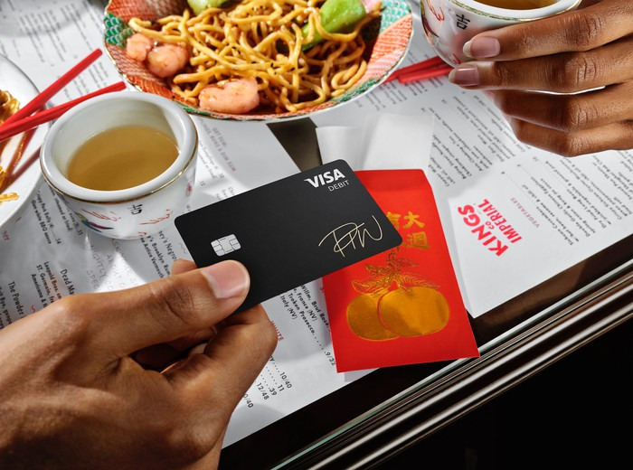 Diner pays for meal at Chinese restaurant with Square Cash App credit card
