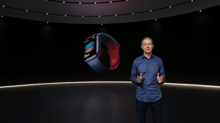 Jeff Williams at a virtual event in front of a blue Apple Watch Series 6