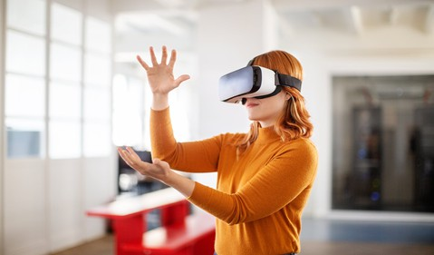 GettyImages-woman in vr headset