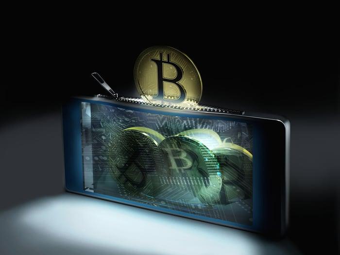 """Bitcoin kasybos kompanijos nameliui 8 suteiktas leidimas registruotis į """"nasdaq"""""""