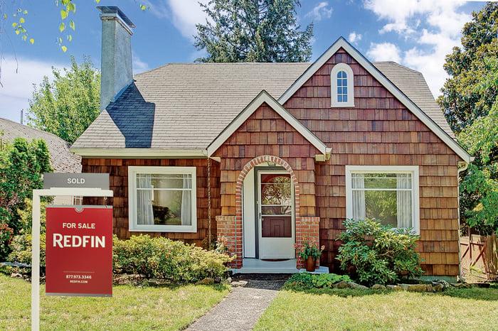 Une maison est mise en vente via Redfin.