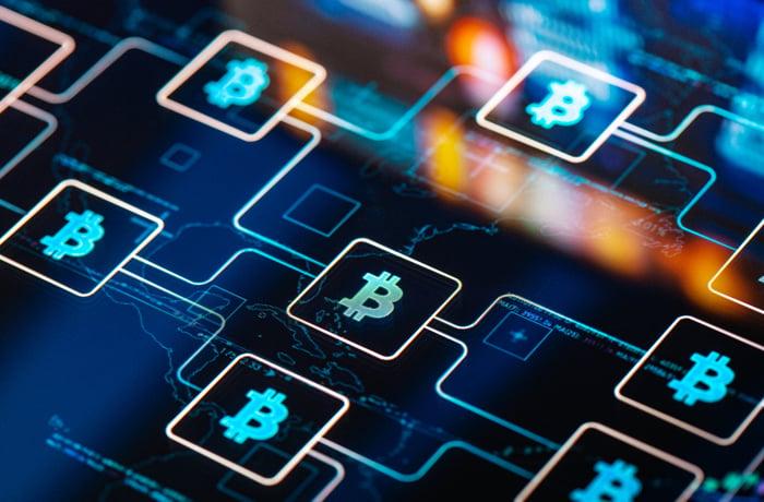Interconnected chain of blocks bearing the Bitcoin symbol.