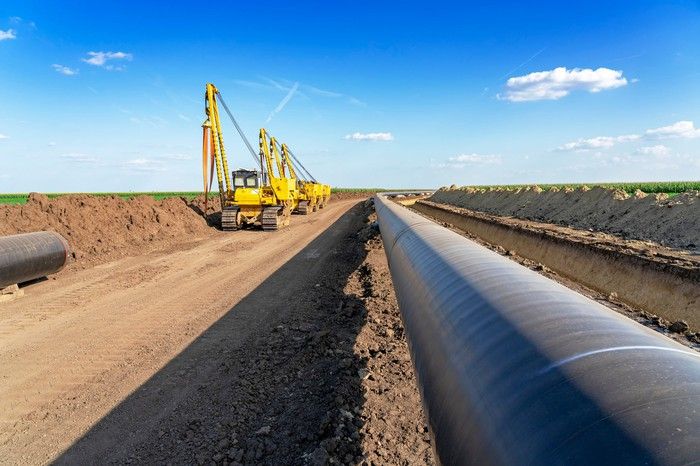 Construction d'équipement lourd sur un oléoduc