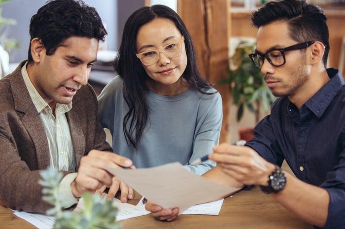 A couple gets financial advice.
