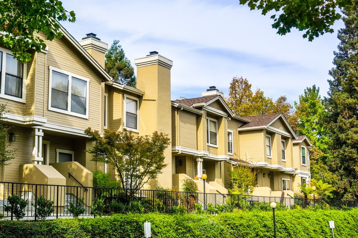 A row of multifamily housing units.