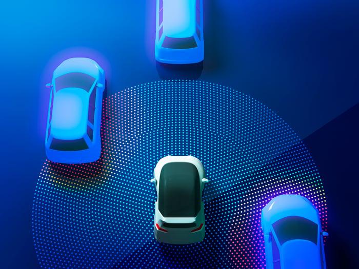 Illustration of an autonomous vehicle sensing cars on the road.