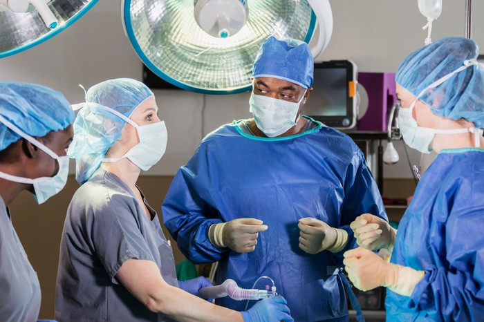 An operating room with surgeons and perioperative nurses.