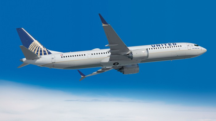 A 737 MAX 10 in the United Airlines livery.