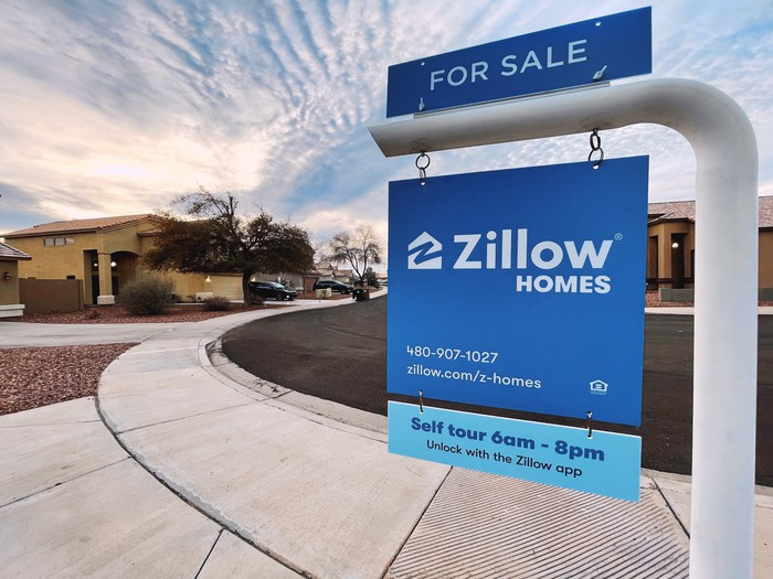 For Sale sign bearing Zillow's brand name.