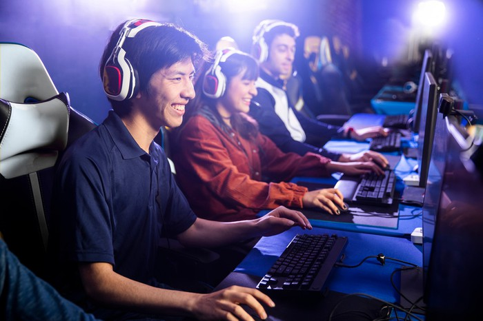 People are playing video games on computers.