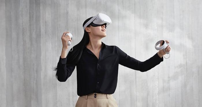 A gamer uses an Oculus Quest 2.