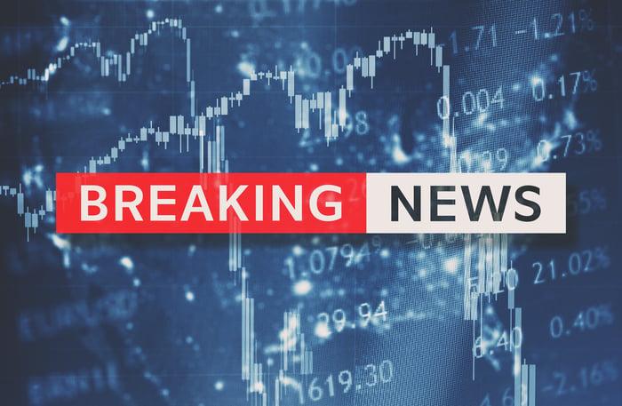 Stock crash breaking news flashing on a screen.