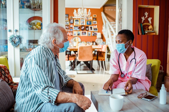 A medical professional meets with a patient for an appointment.