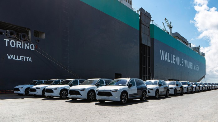 Nio ES8 electric SUVs being loaded on a ship for delivery to Norway.