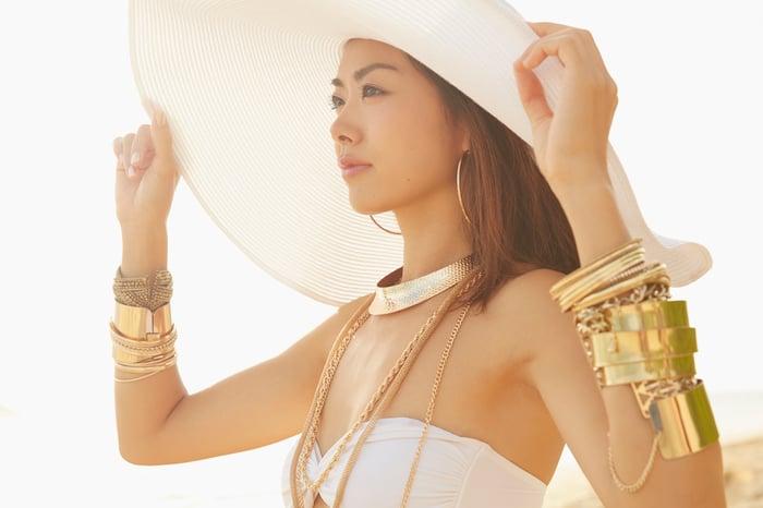 Woman wearing gold jewelry.