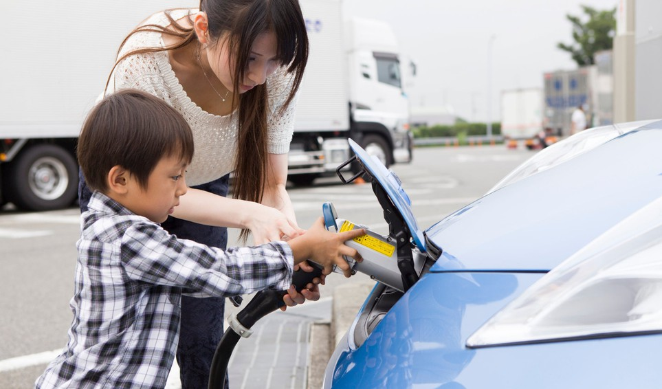 woman-child-charging-ev-getty-images