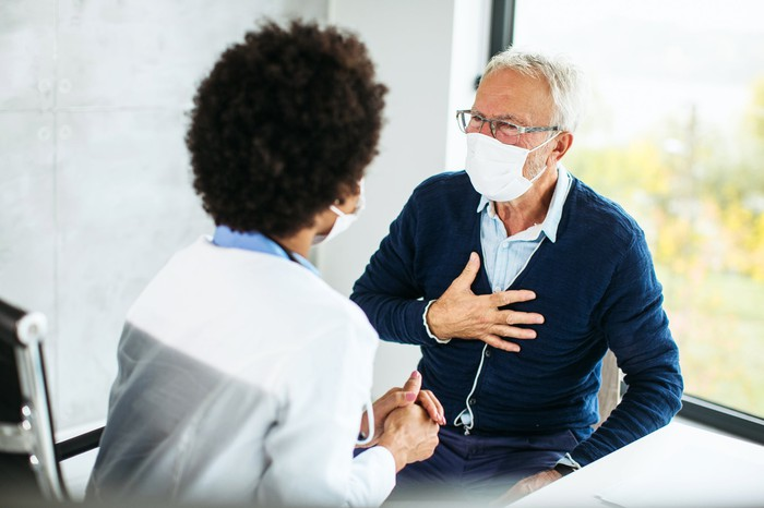 An person meets their doctor for an appointment.