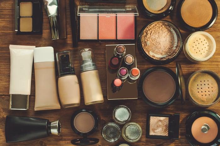 Cosmetics neatly arranged on a desktop.